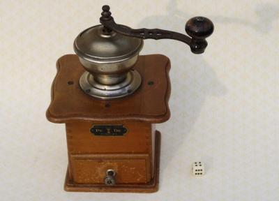 antike mechanische holz kaffeem hle pe de coffee grinder geschmiedet werk 1920 ebay. Black Bedroom Furniture Sets. Home Design Ideas