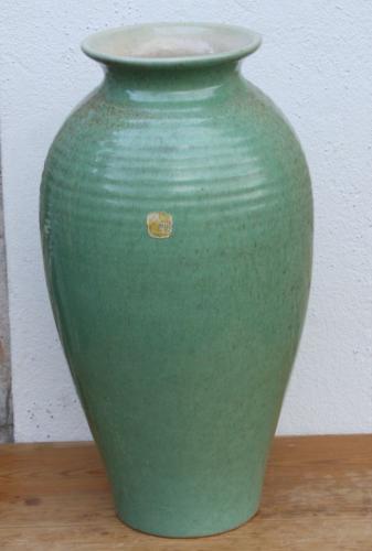 Studiokeramik-Label-Hildesheim-alt-ton-Bodenvase-Keramik-Vase-gruen-handgedreht