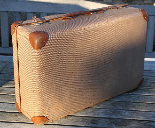 antiker koffer reisekoffer deko vintage sammlerkoffer. Black Bedroom Furniture Sets. Home Design Ideas