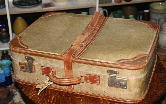 alter koffer sammelkoffer therater dekoration reisekoffer. Black Bedroom Furniture Sets. Home Design Ideas