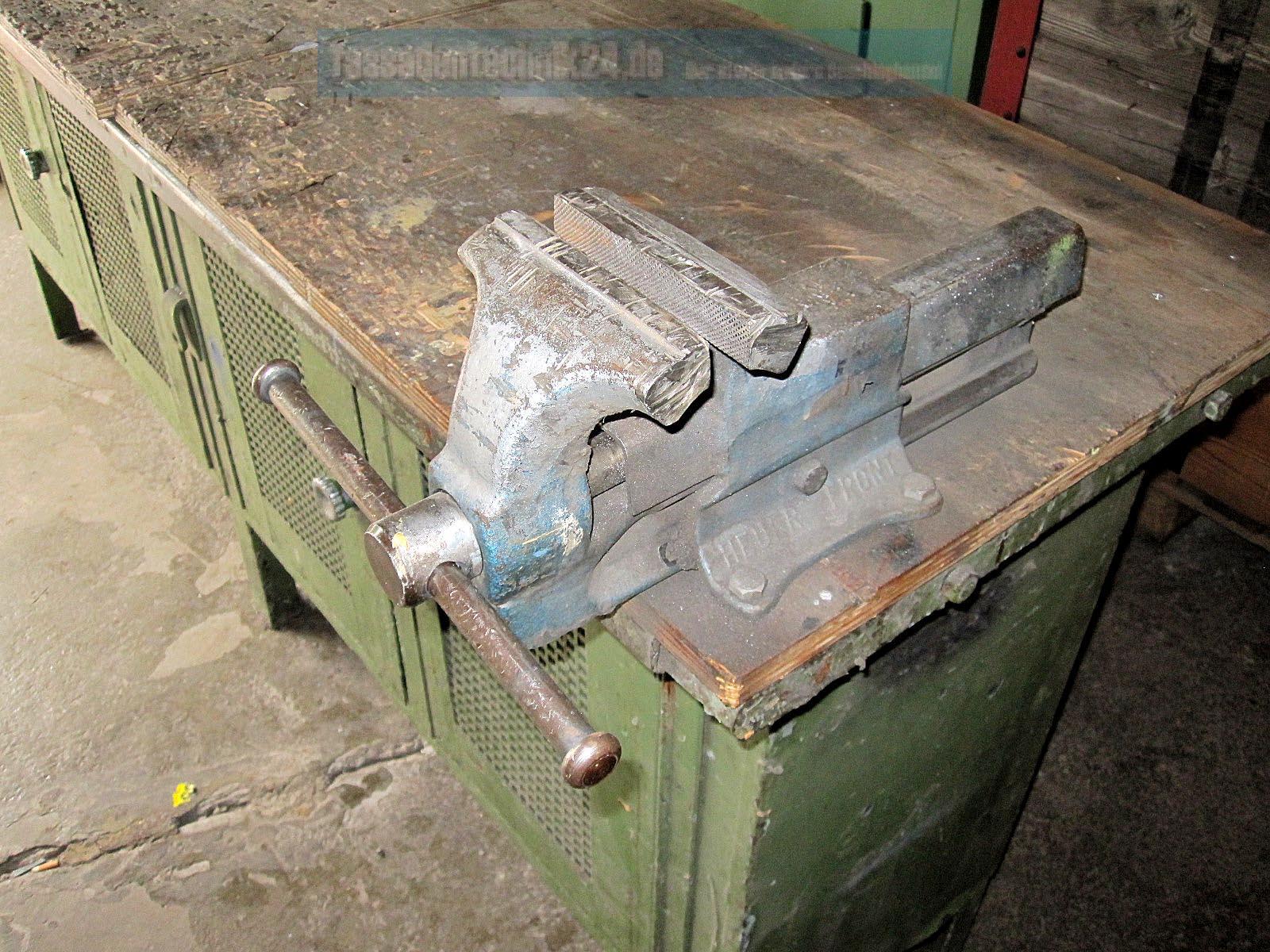 Stabile,  u00e4ltere Werkbank aus Metallbaubetrieb mit Schraubstock, gebraucht, siehe   eBay