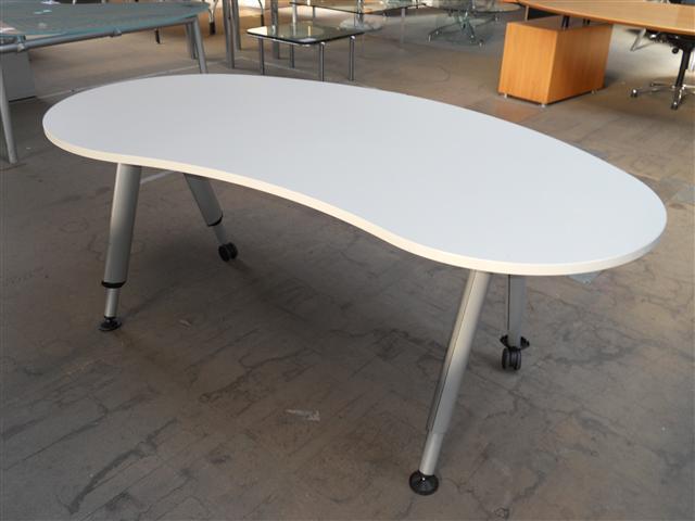Freiform schreibtisch mbt nierenform b rotisch designtisch for Schreibtisch auf rollen