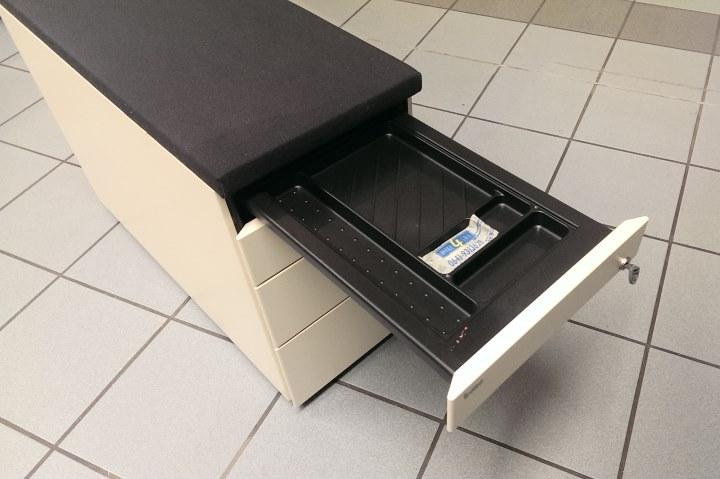 bene rollcontainer wei mit sitzkissen rollwagen. Black Bedroom Furniture Sets. Home Design Ideas