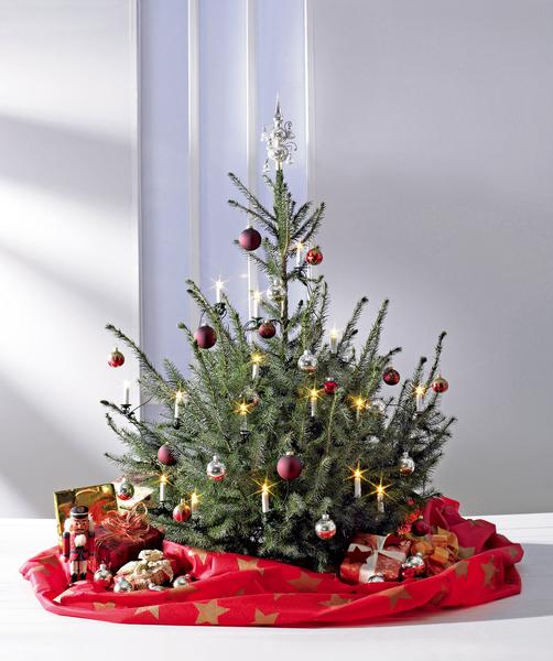 weihnachtsbaum von der decke europ ische weihnachtstraditionen. Black Bedroom Furniture Sets. Home Design Ideas